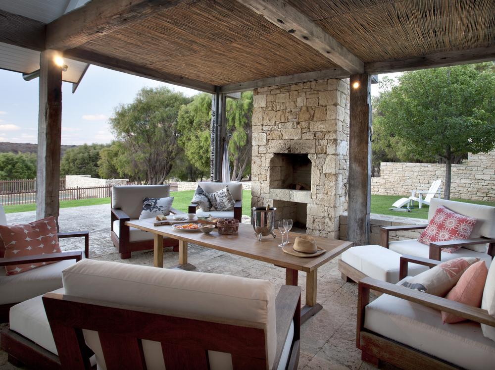 outdoor dining 2.jpg