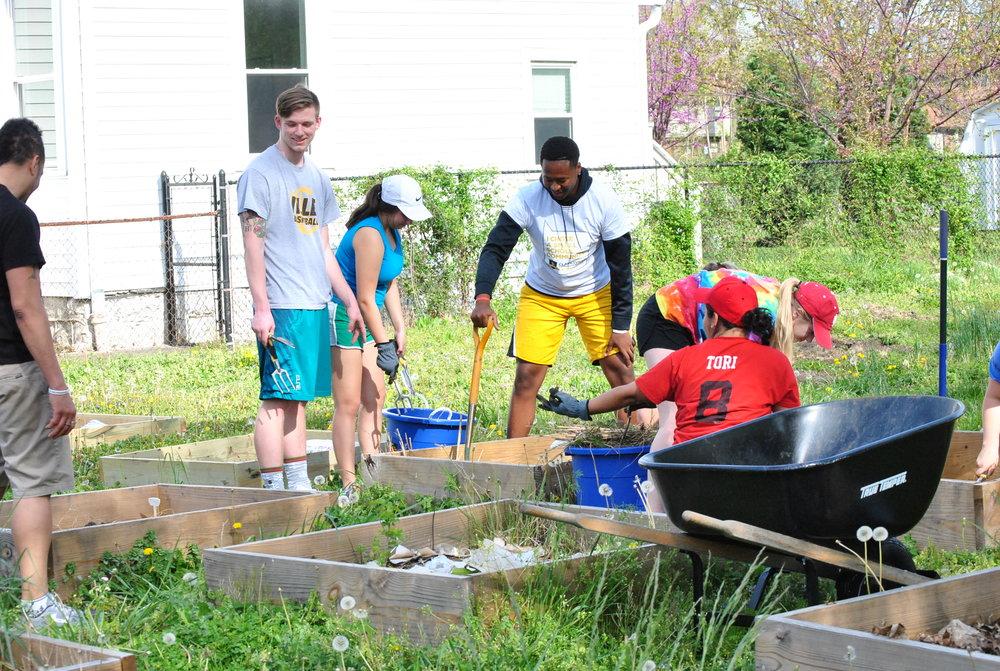 Clarksville HS Volunteers Weeded.JPG