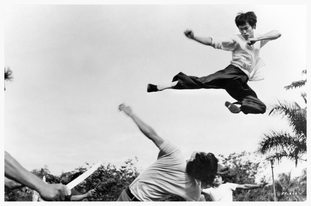 flying-kick-bruce-lee-26727091-1150-762.jpg