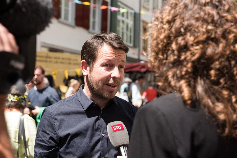 Am Abstimmungsfest der Volksinitiative ‹Für ein bedingungsloses Grundeinkommen› am 5. Juni 2016. Foto von Jan Hagelstein