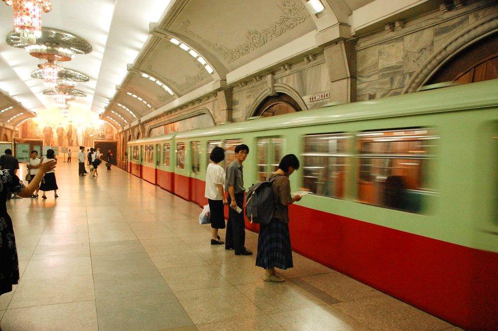 SP_1027260872_ff7dc20d21_o_North Korea — Pyongyang Metro_2007_WOS383008 x 2000.jpg