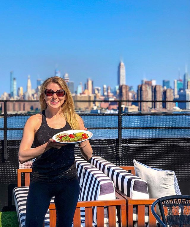 A gorgeous NYC day (finally!) with views and breakfast from @wburghotel has me feelin' pretty pumped about life. ☀️ Most beautiful rooftop I've seen in NYC?? Yeah... probably. 😍 Thanks for starting my day right with rooftop yoga @syncstudiobklyn 🙏