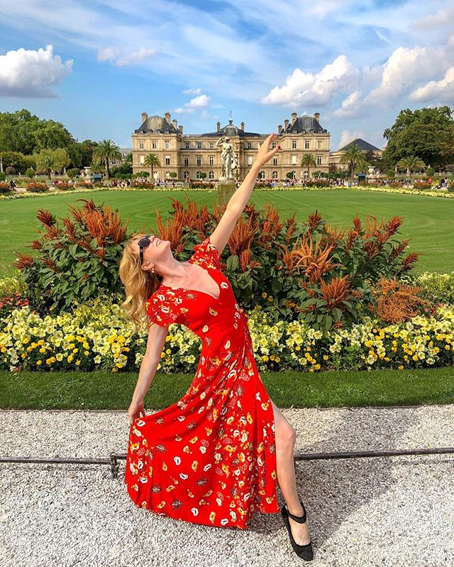 I highly recommend prancing around Paris in a dress that makes you feel fabulous and glam. 💃 (But I only packed one of them, so get ready to see this dress at every single tourist attraction.😜)