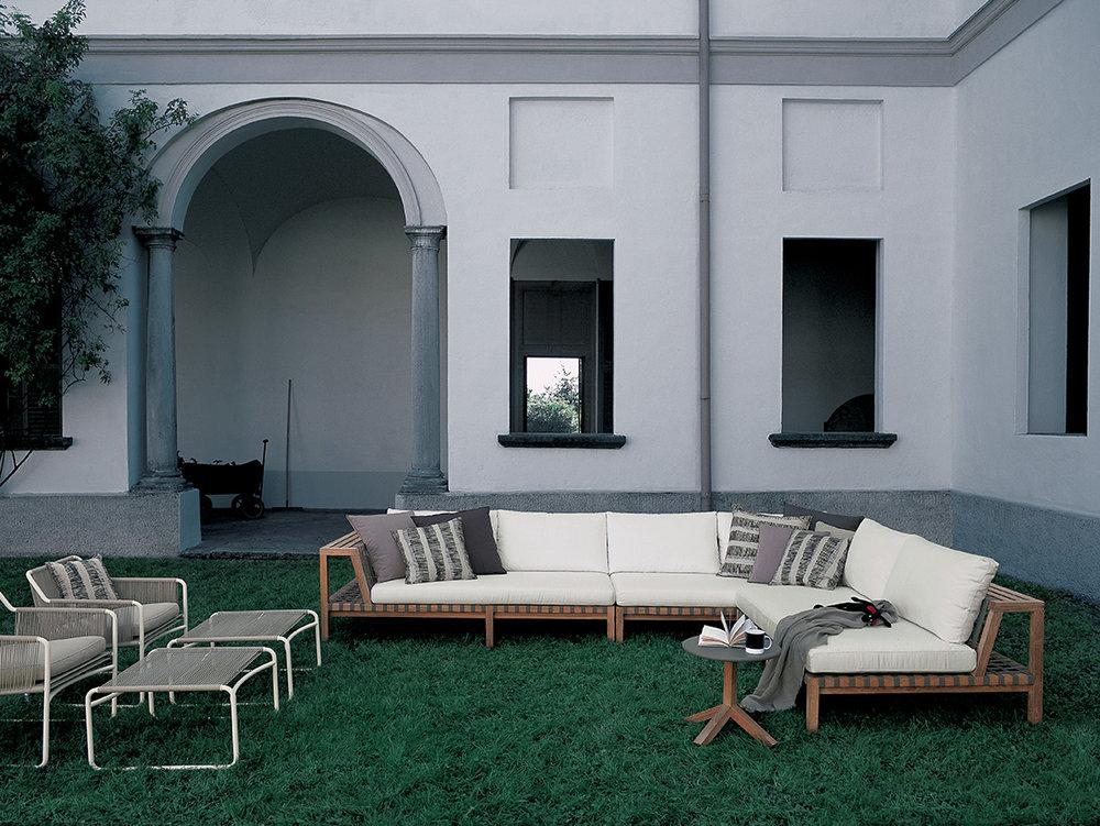 Designmoebelagentur_RODA_NETWORK_sofas_HARP_lounge chairs_low.jpg