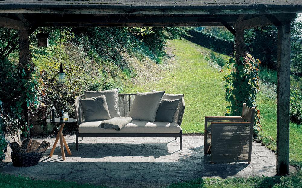 Designmoebelagentur_RODA_SPOOL_sofas_STORK_table_ORSON_director_lounge_chair_low.jpg