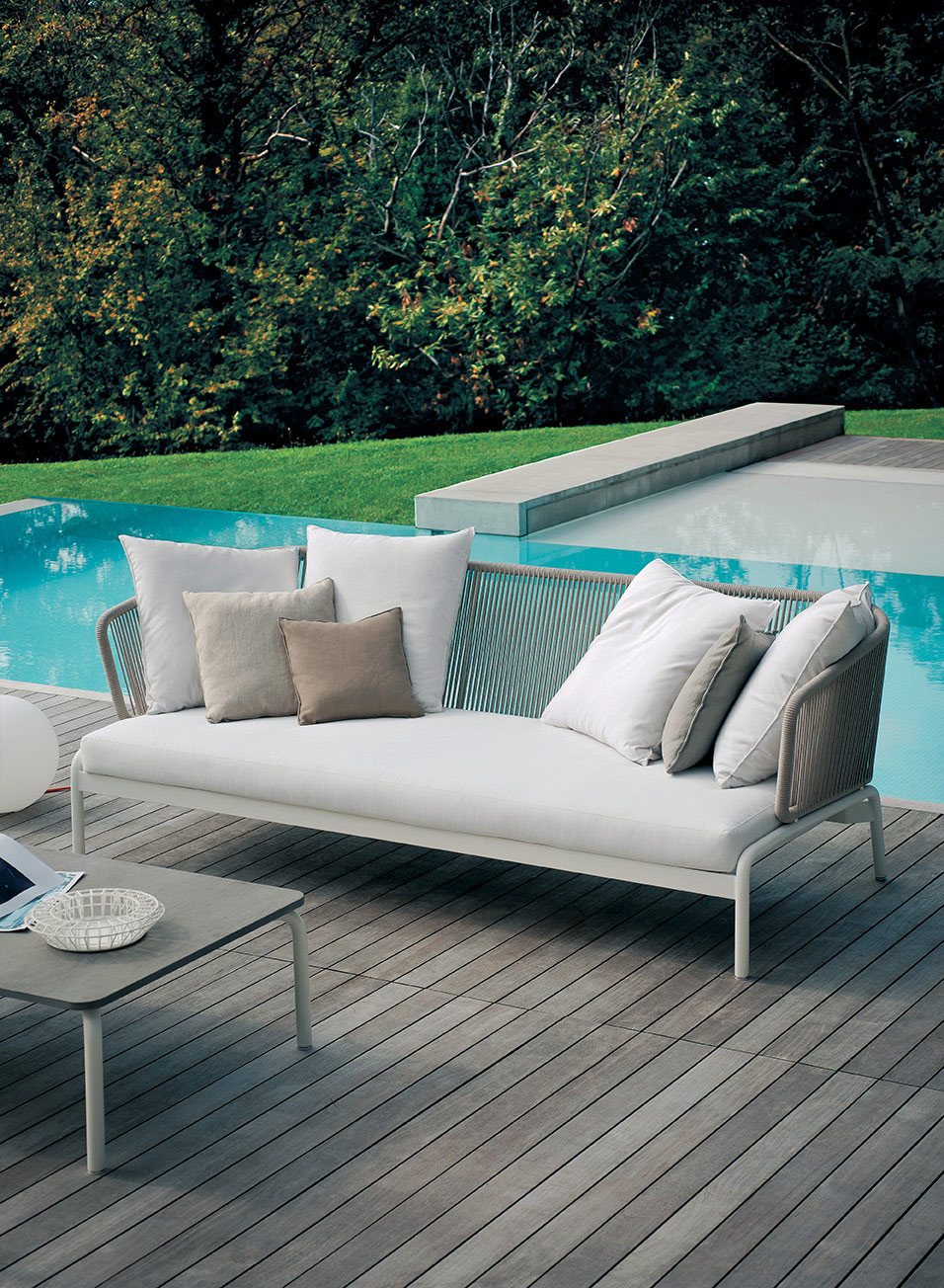 Designmoebelagentur_RODA_SPOOL-003-sofa_milk_sand_RODA_low.jpg