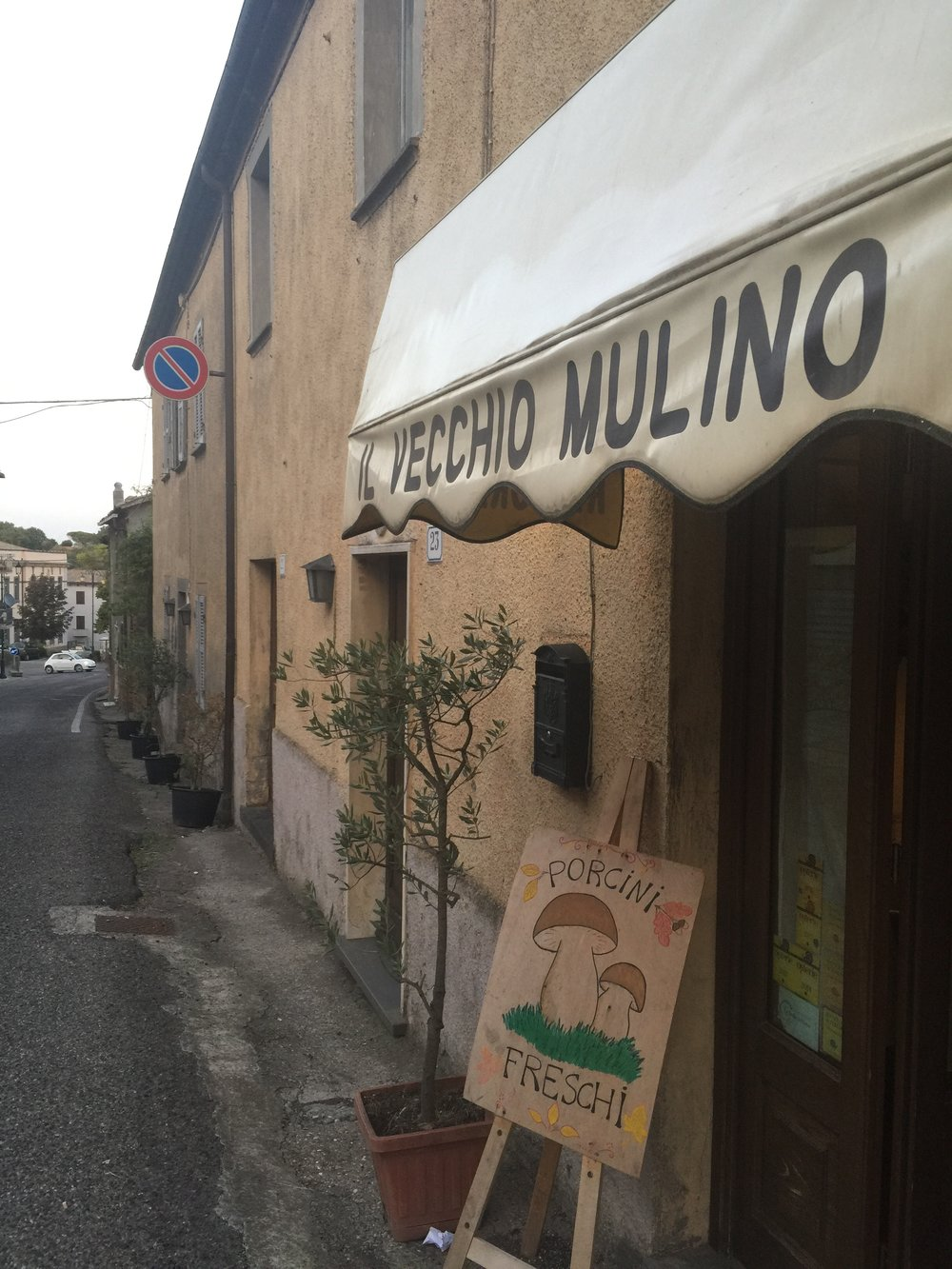 The quaint restaurant Il Vecchio Mulino along Lubriano's main street serving fresh mushroom dishes also pairs them with some of the best vintages of Antinori wines. Great in value as well! (Photo credit: Sumi_Sumilier). D'amico's guest house adjacent to the restaurant charmingly tucked away.  (Photo credit: Sumi_Sumilier)
