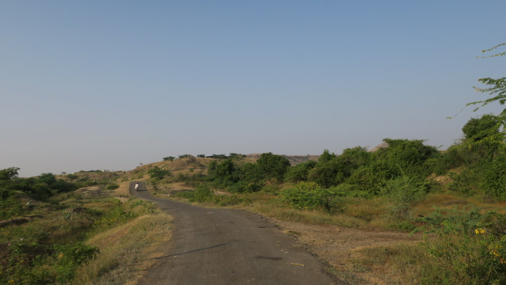 Travelling from Motewadi to Garwad estate. Single lane, open landscape with sparse vegetation and population (Photo credit: Sumi Sarma)