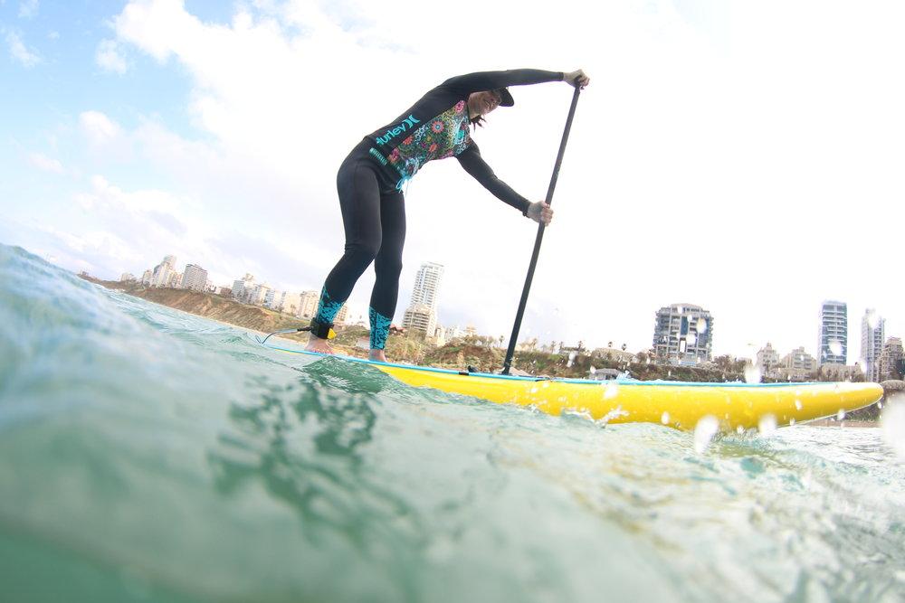 stand up paddling netanya shoreline