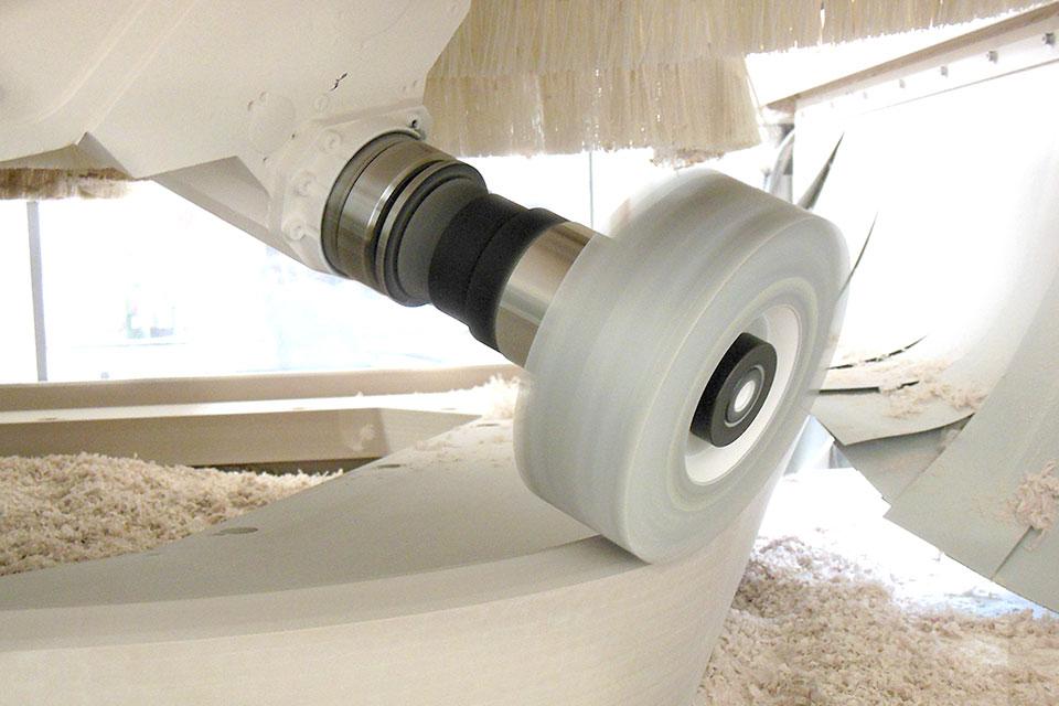 Moderne Technik - Von CNC-Fräse bis Thermoumformung nutzen wir innovative Maschinen und Materialien, um zeitgemäße Ideen zu realisieren.Unsere Ausrüstung beinhaltet unterschiedlichste Bohr-, Fräs-, Press-und Sägeaggregate,um Ihre technisch anspruchsvollen Vorstellungen umzusetzen.