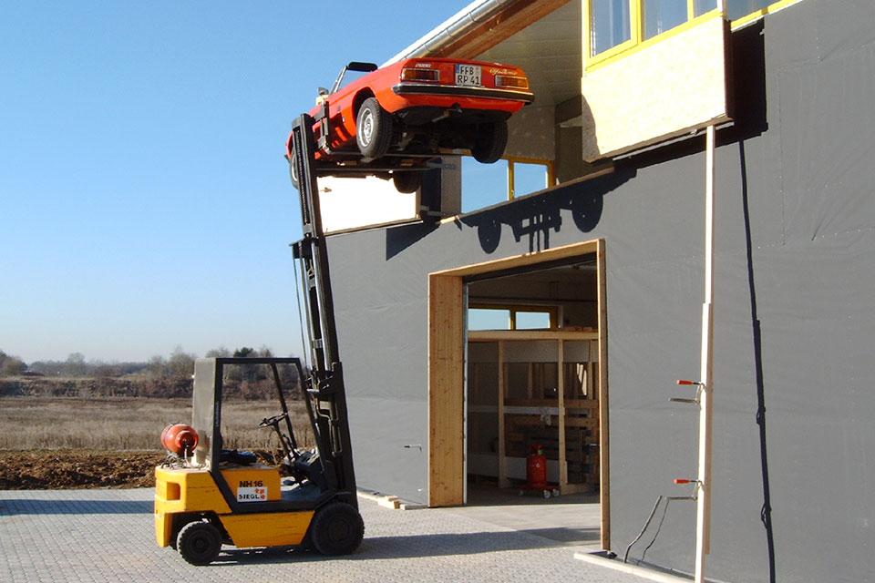 Transport, Logistik - Sie haben wertvolle Fracht und sind auf der Suche nach dem passenden Transportsystem? In unserer Werkstatt in Fürstenfeldbruck fertigen wir nicht nur Möbel, sondern auch Kisten oder Boxen für Ihre Logistik; natürlich entsprechend allen Normen und Richtlinien sowie dem IPPC Standard.
