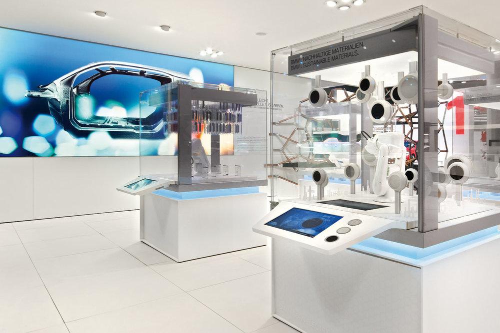 Exponatebau-Totale-Roboter-IAA-2011.jpg