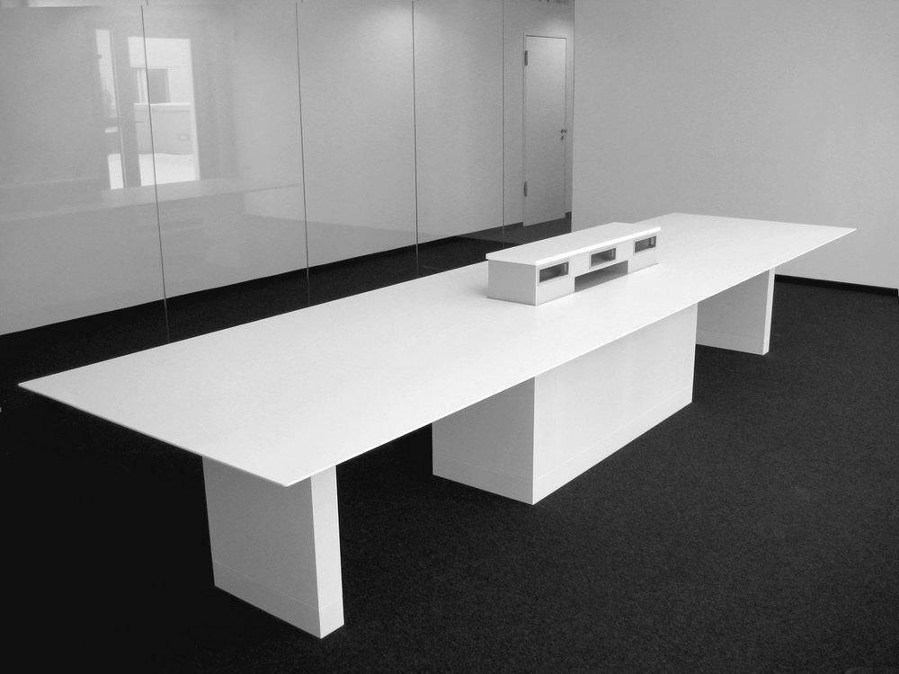 Shop, Büro und Wohnwelten - Ganz gleich ob Sie den Konferenzraum, das Büro, das Ladengeschäft oder das Zuhauseaufmöbeln wollen – wir sind Ihr richtiger Ansprechpartner. Für Maßanfertigungen setzen wir nicht nur auf Holz und Mineralwerkstoffe. Wir kümmern uns auch um Konzeption, Planung und Umsetzung.
