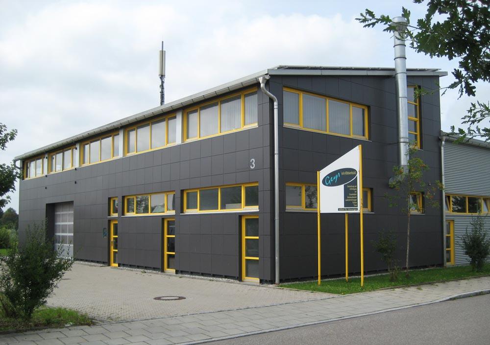 In der modernen Werkstatt setzen die Schreinermeister Ihre Ideen rund um Innenausbau, Messedisplays, CNC-Technik und Ideenbau um.