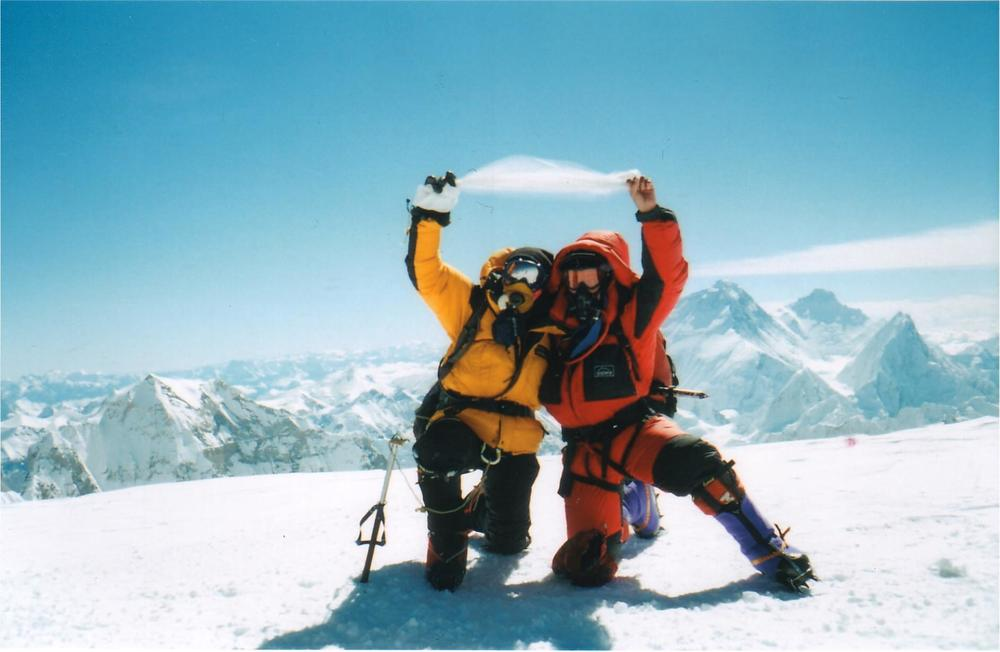 Amy Vern summit cho oyu.jpg