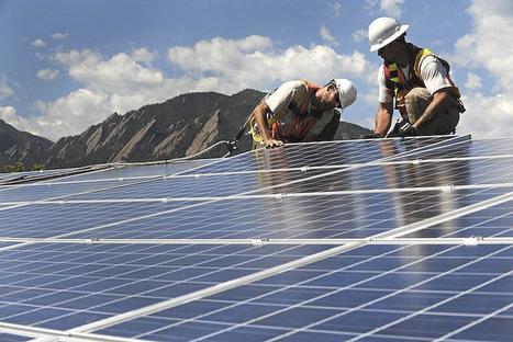 Instalação de painéis fotovoltaicos.