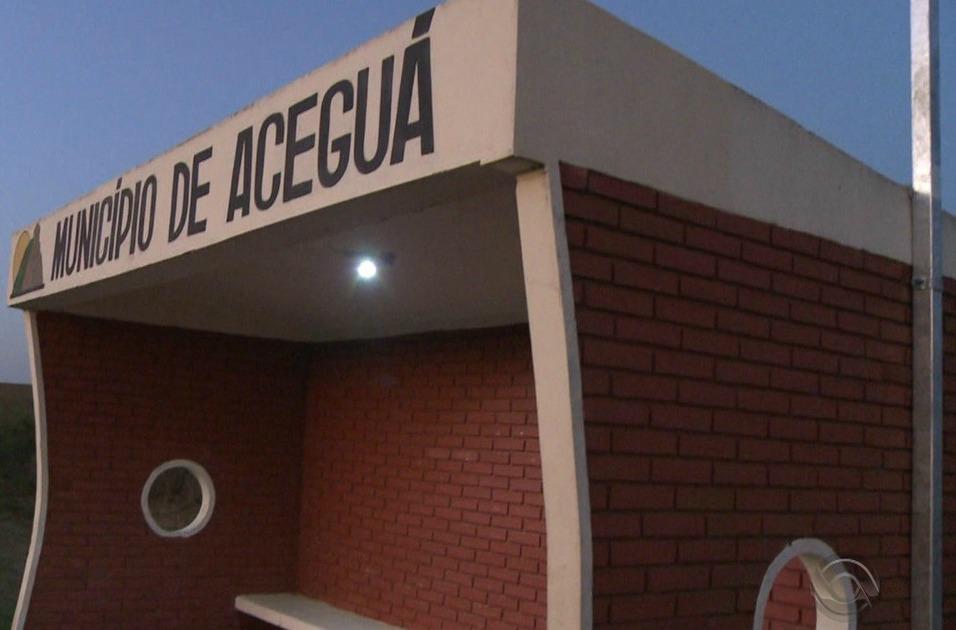 Ponto de ônibus no Município de Aceguá com o sistema de painel solar fotovoltaico.