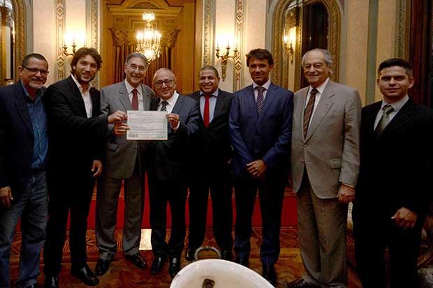 Representantes da empresa, da prefeitura de Pirapora e governo do Estado se reuniram no Palácio da Liberdade, em Belo Horizonte