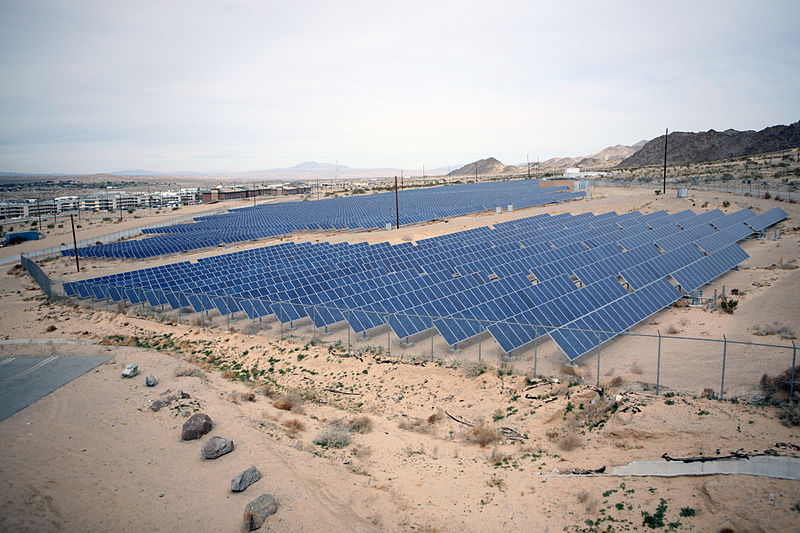 800px-US_Navy_090213-M-4820H-035_An_array_of_solar_panels_supplies_energy_for_necessities_at_Marine_Corps_Air_Ground_Combat_Center_Twentynine_Palms,_Calif.jpg