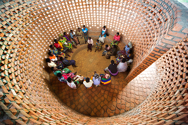Small-Women's-Opportunity-Center-in-Kasungu,-Rwanda,-by-Sharon-Davis-Design-and-Women-for-Women-International.-(Photo-by-Elizabeth-Felicella)-(1).jpg