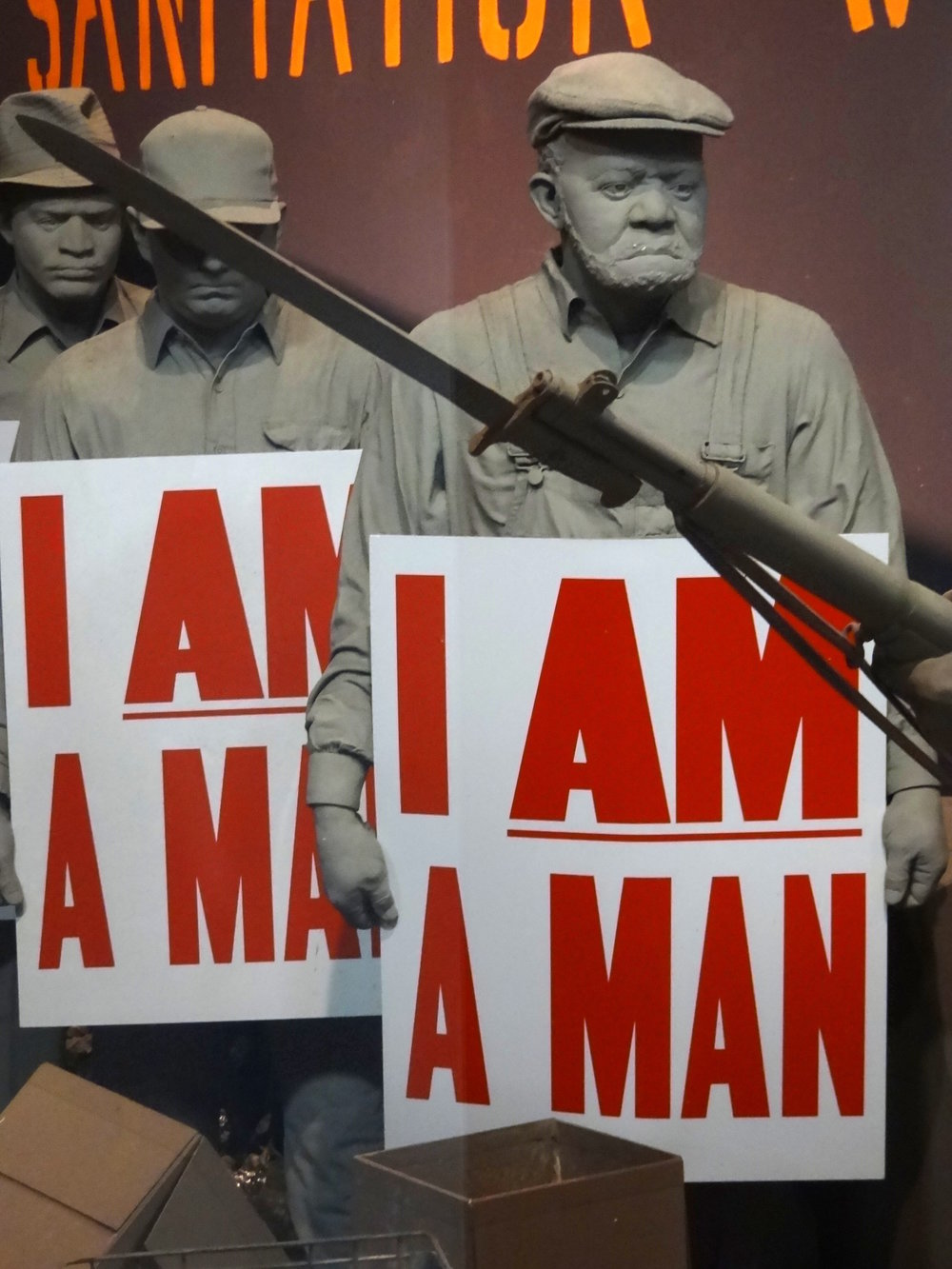 I_Am_a_Man_-_Diorama_of_Memphis_Sanitation_Workers_Strike_-_National_Civil_Rights_Museum_-_Downtown_Memphis_-_Tennessee_-_USA.jpg