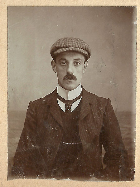Cloth capped Edwardian man