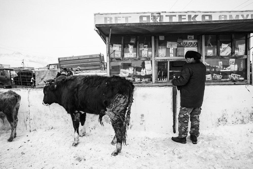 Gaudenz Danuser-Karakol, Kyrgyzstan-110304-04-45-47.jpg