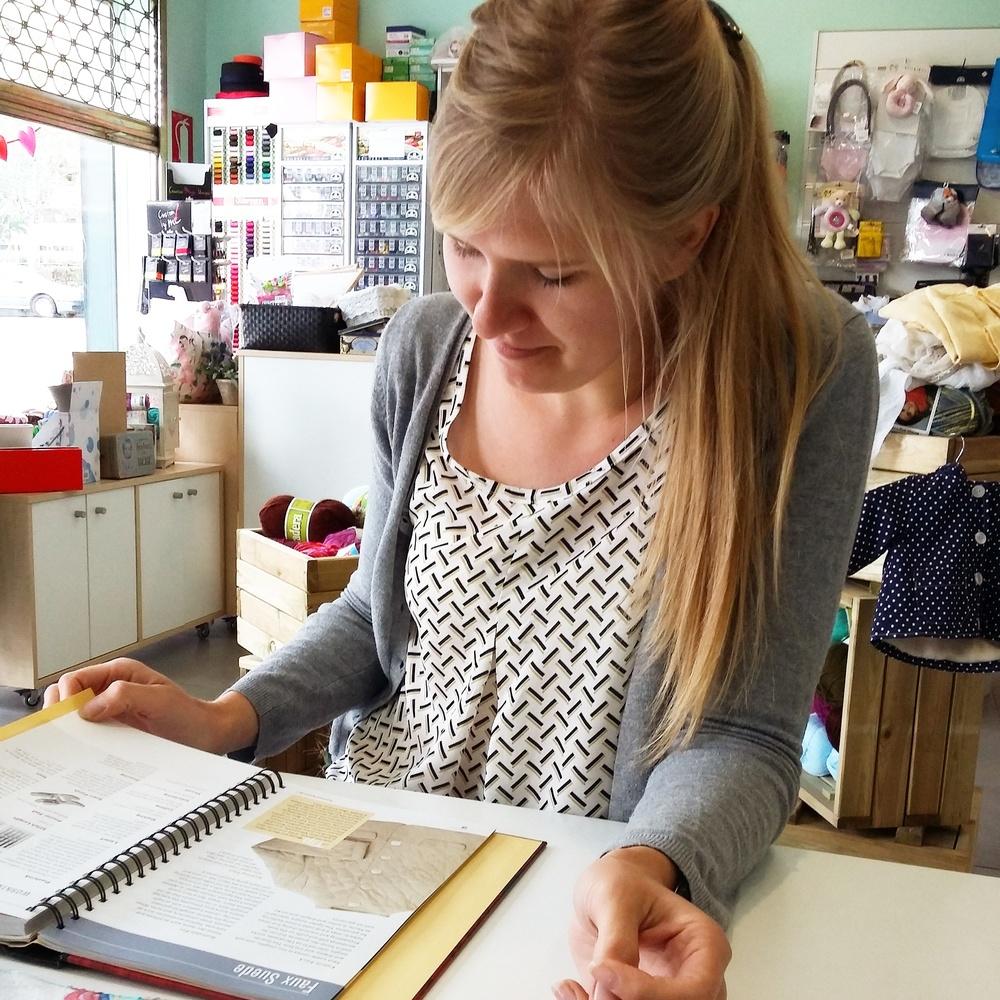 Yo en las clases de costura en Tejiendo a Wanda