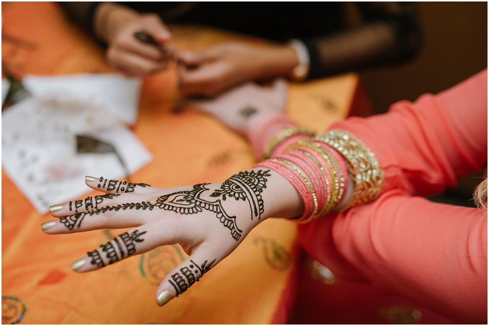 Calgary_Wedding_Photography_Mehndi_Ceremony_2017_Blog_0032.jpg