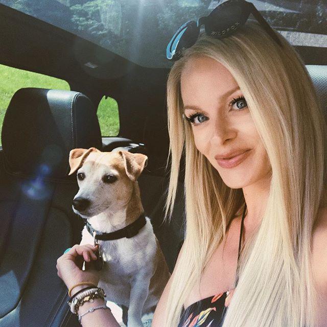 the best travel buddy until he sees a squirrel 🐿• • • • #fearless #jackrussell #terrier #jackrussellsofinstagram #stubborn #dogsofinstagram #bestfriend #roadtrip #lovemydog #adventure #travelbuddy #love #instagood #goodtimes #goodvibes