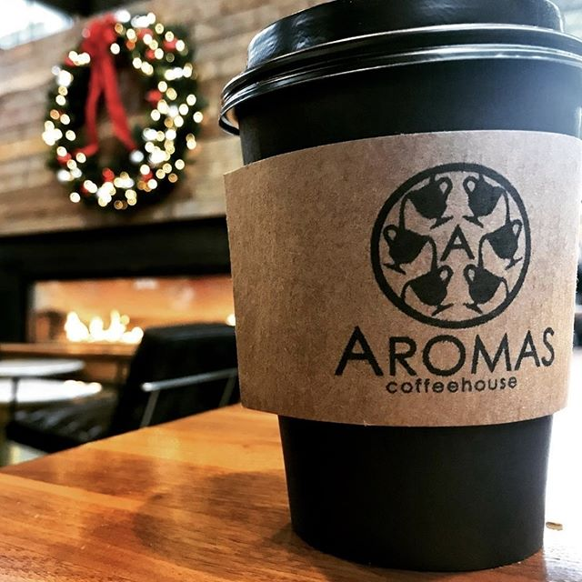 Wishing you a whole latte cheer 💚 📷: @omaharestaurantweek . . . #FlagshipCommons #FoodHall #AromasBliss #WestroadsMall #Omaha