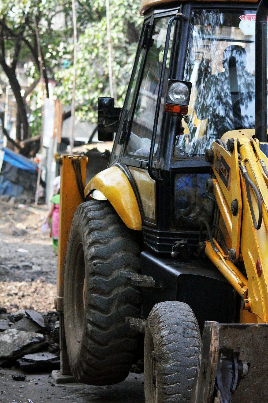 bulldozer-390146_1920.jpg