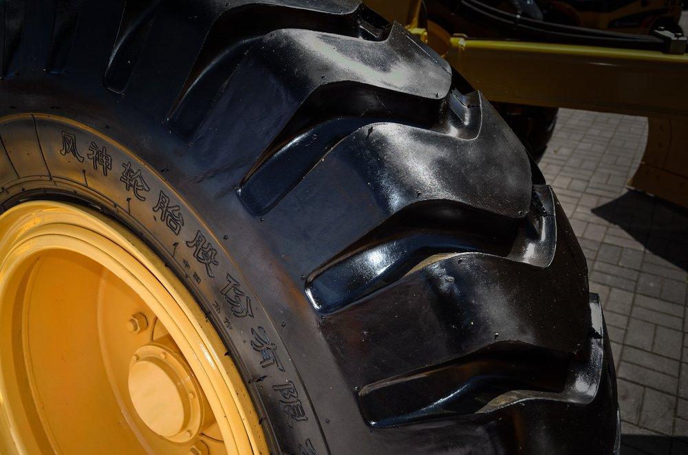 tire-428527_1920.jpg