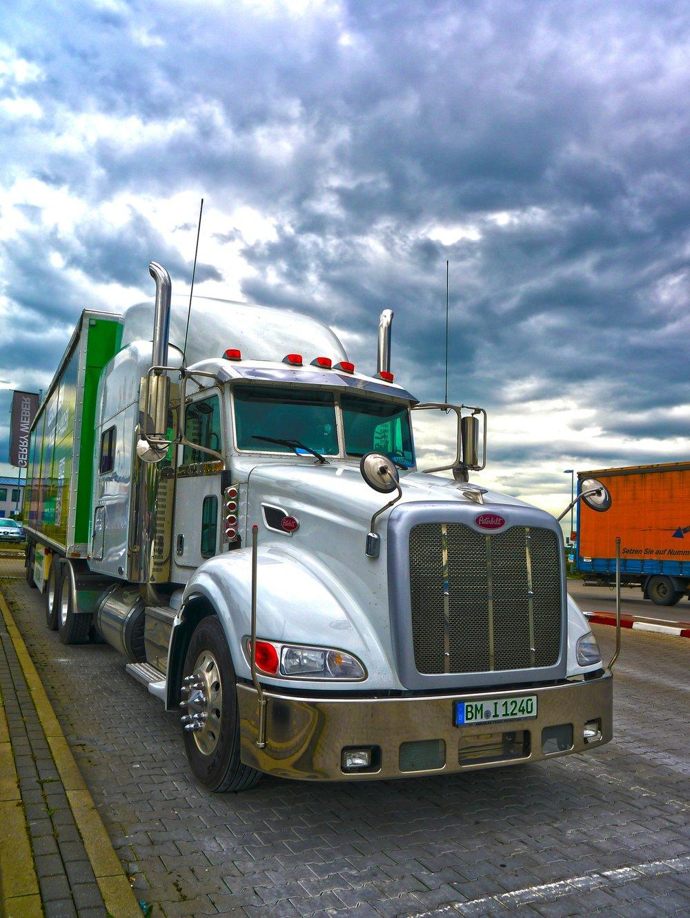 truck-460432_1920.jpg