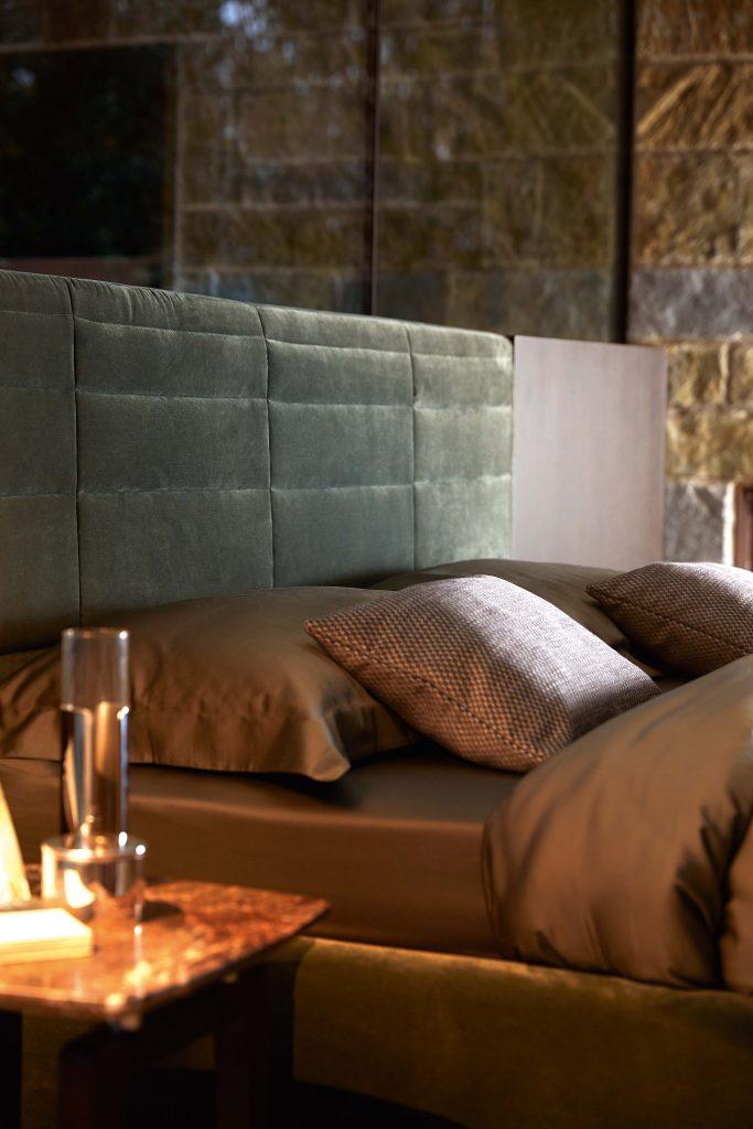 3_Кровать с панелями современный стиль Grandangolo Ditre il Tempo Киев.jpg