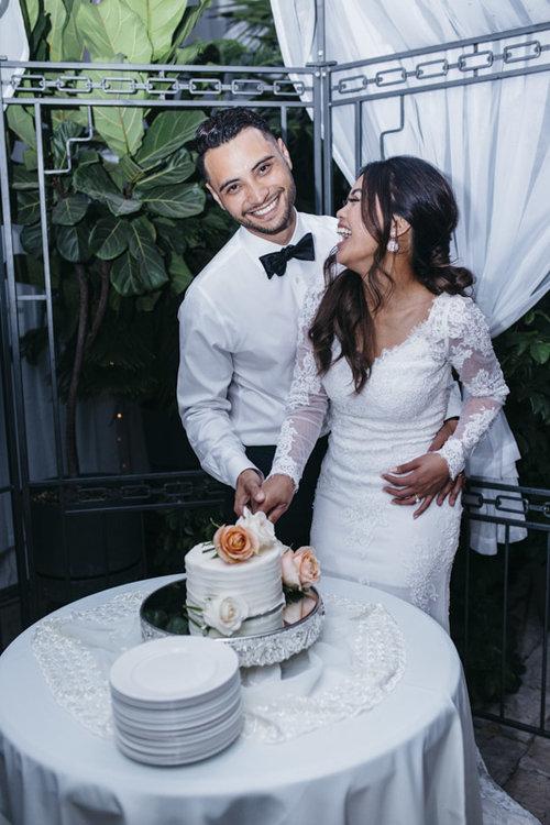 wedding cake videography photography vancouver.jpg