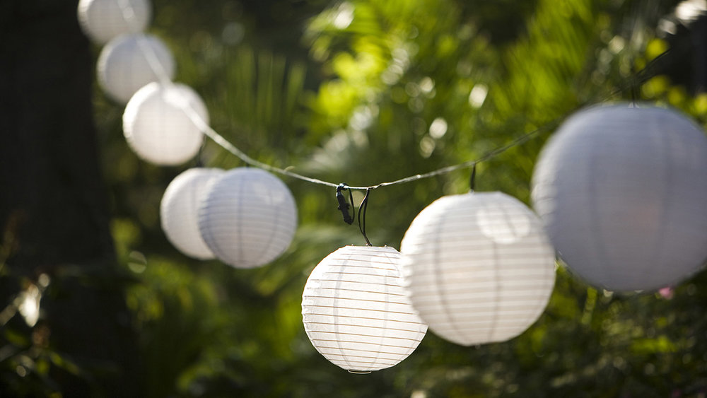 14-lighting-ideas-for-the-perfectly-bright-backyard-lanterns