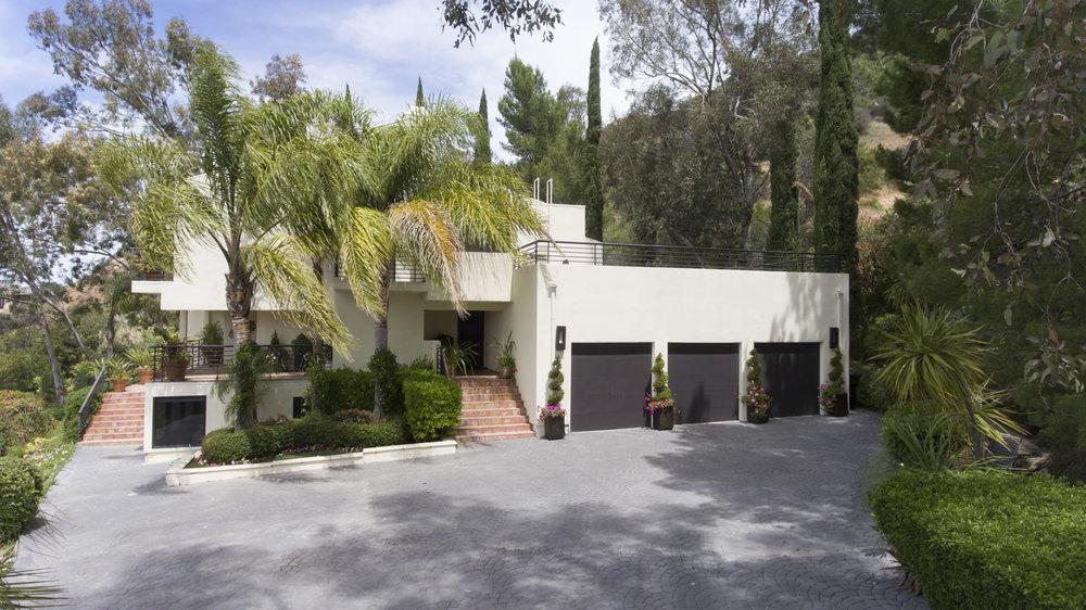 006 exterior 5 214 Loma Metisse Malibu For Sale The Malibu Life Team Luxury Real Estate.jpg