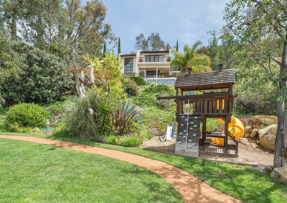 007 yard 2 214 Loma Metisse Malibu For Sale The Malibu Life Team Luxury Real Estate.jpg
