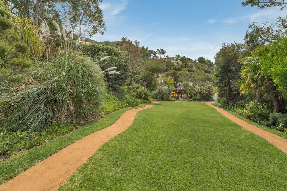 008 yard 5 214 Loma Metisse Malibu For Sale The Malibu Life Team Luxury Real Estate.jpg