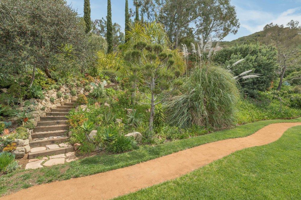 009 yard 4 214 Loma Metisse Malibu For Sale The Malibu Life Team Luxury Real Estate.jpg