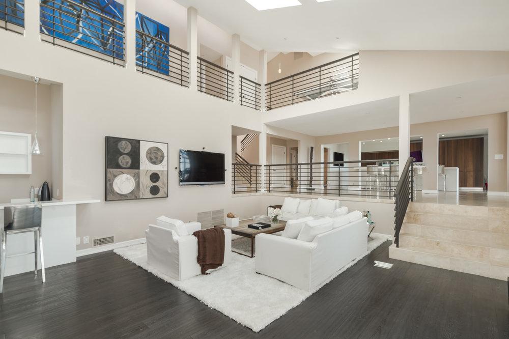 013 living room 2 214 Loma Metisse Malibu For Sale The Malibu Life Team Luxury Real Estate.jpg
