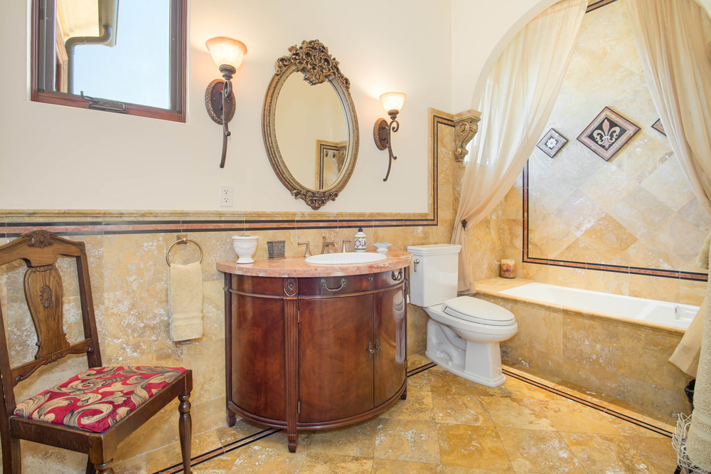 018 Guest Bath 26303 Lockwood Road Malibu For Sale Lease The Malibu Life Team Luxury Real Estate.jpg