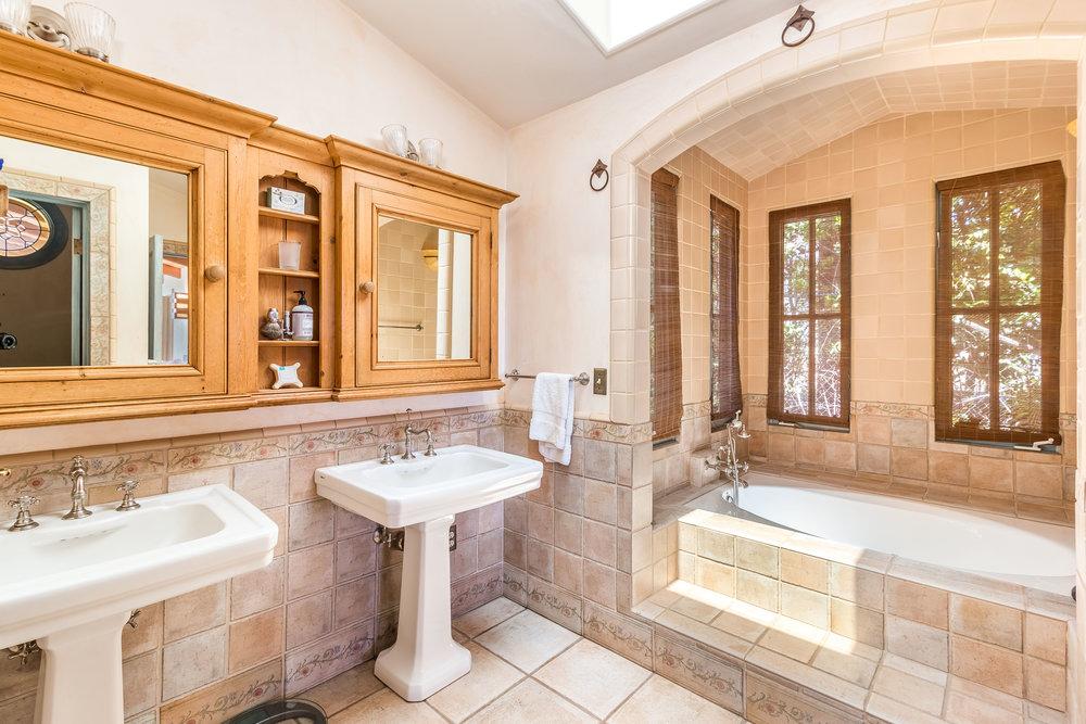 005.5 Master Bath -5957 Cavalleri Rd Rustic Ranch.jpg