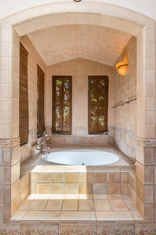 005.6 Master Bath -5957 Cavalleri Rd Rustic Ranch.jpg