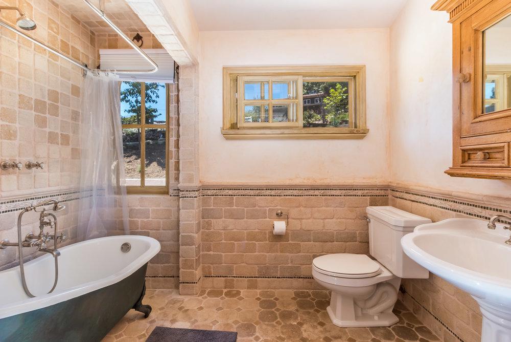 005.9.1 Guest Bath -5957 Cavalleri Rd Rustic Ranch..jpg