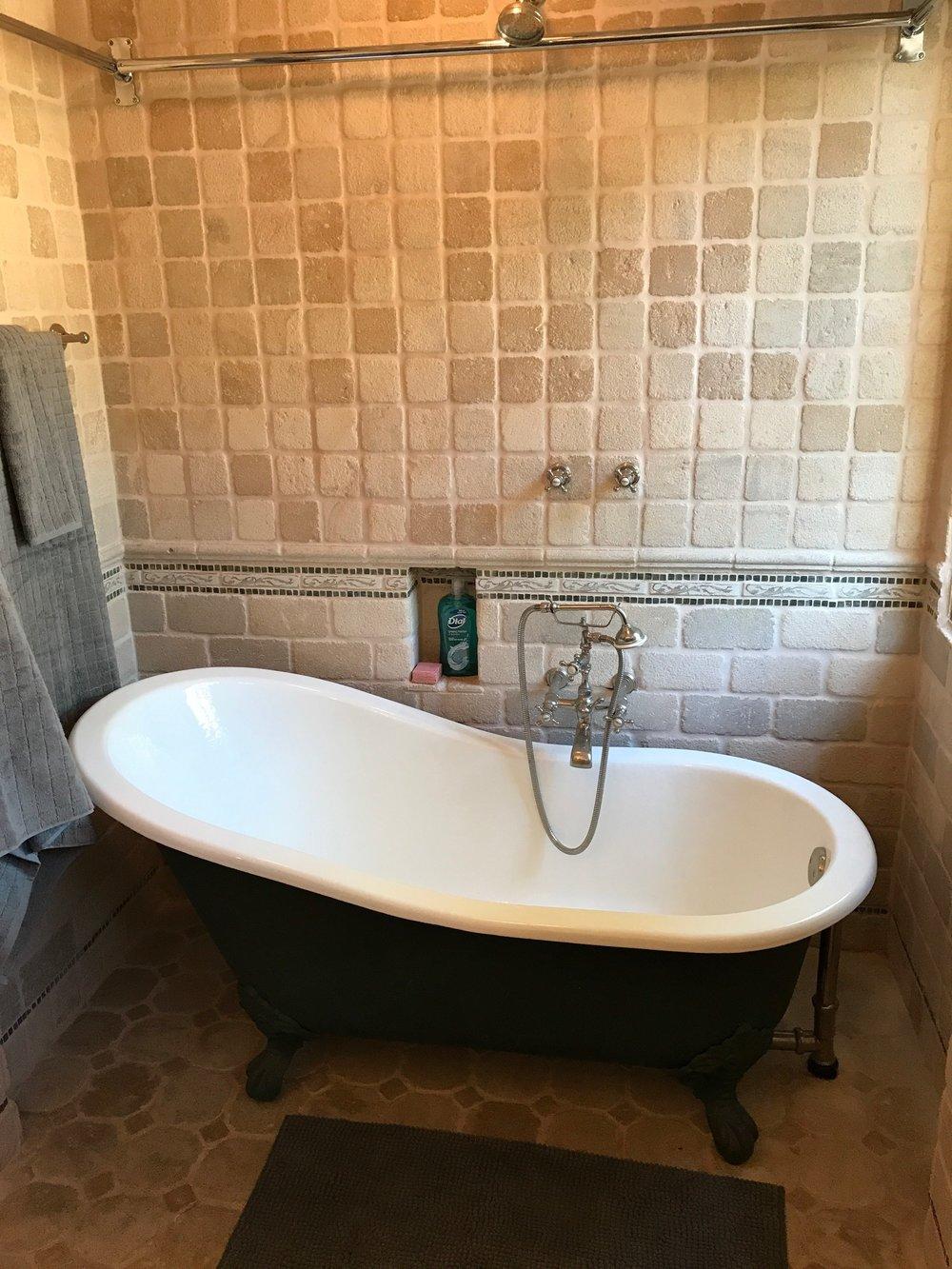 005.9.1 Guest Bath -5957 Cavalleri Rd Rustic Ranch.jpg