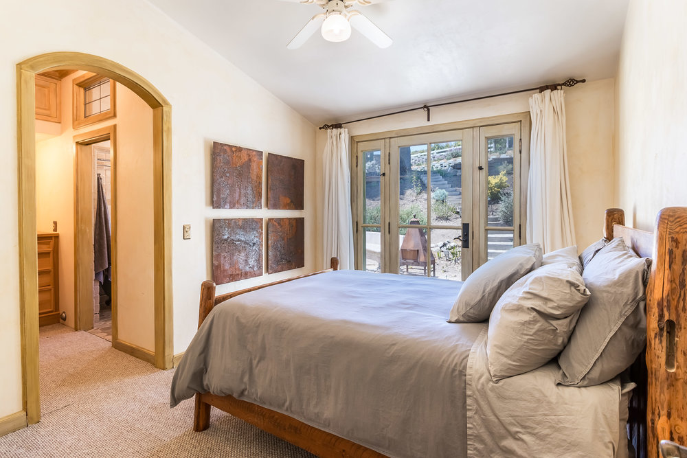 005.9.2 Second Guest Bedroom -5957 Cavalleri Rd Rustic Ranch.jpg.jpg