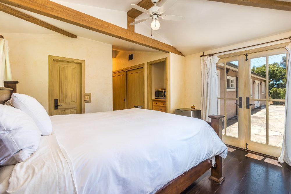 005.9.3 Second Guest Bedroom -5957 Cavalleri Rd Rustic Ranch.jpg.jpg