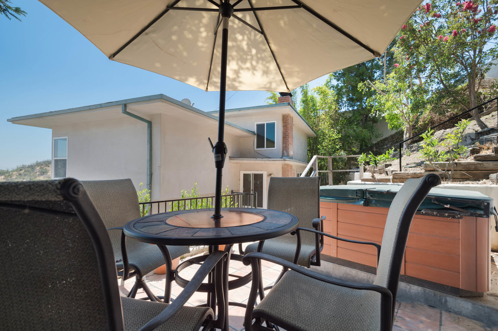 019 Yard 15072 Rayneta Sherman Oaks For Sale The Malibu Life Team Luxury Real Estate.jpg
